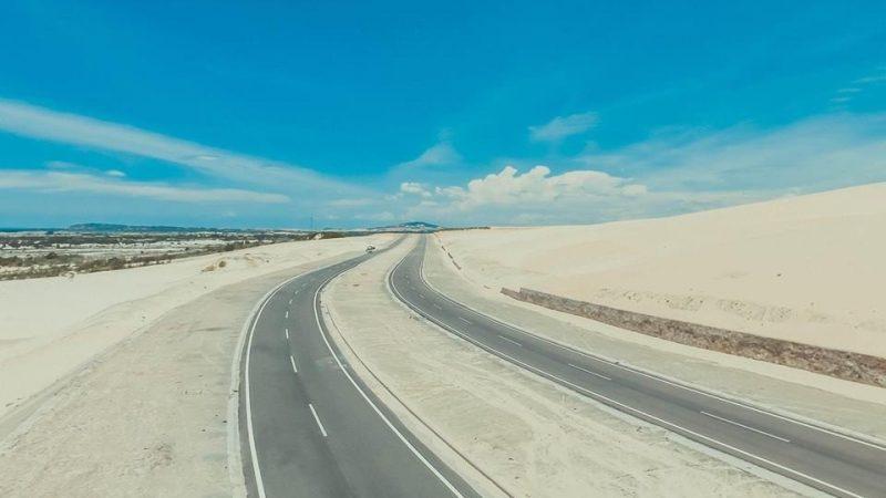 Những con đường ven biển khiến ai cũng phải ngẩn ngơ